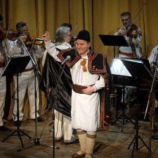 Spectacol dedicat Zilei Internaționale a Femeii. În superba sală a Palatului Tinerimea Română